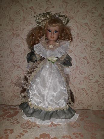 Кукла форфорная в хорошем состоянии