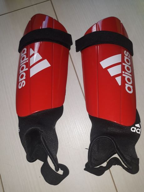 Ochraniacze piłkarskie Adidas jak nowe