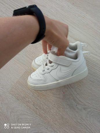 Buty sportowe adidasy Nike dziecięce 23