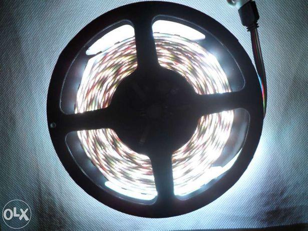 Fita LED 5m + comando c/ 44 opções de controle
