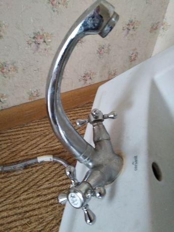 Продам смеситель для ванной с мойкой бу