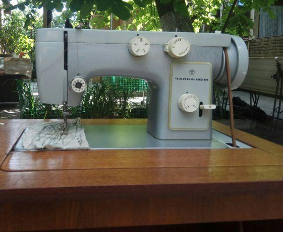 Продам ножную швейную машинку Чайка 142М