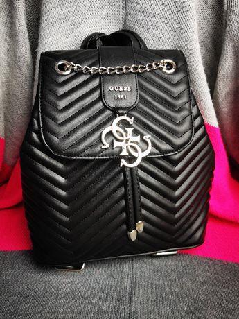 Plecak czarny Guess duży wisiorek logowany nowość pikowany