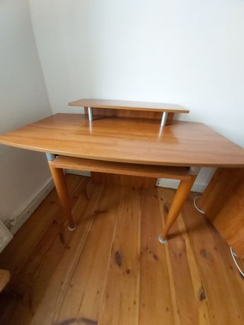 Stolik, biurko, toaletka plus krzeslo