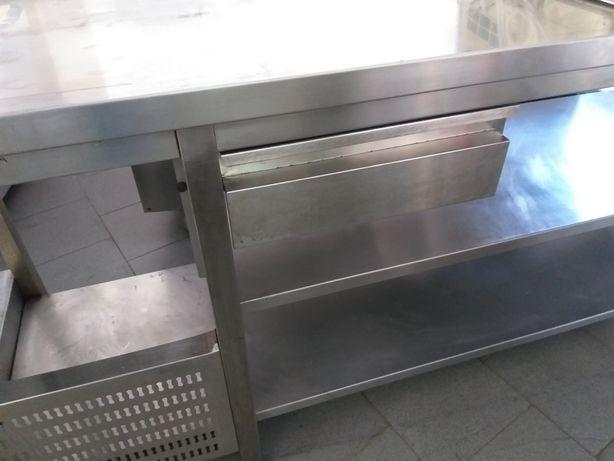 Bancada de inox para máquina de café e máquina de louça