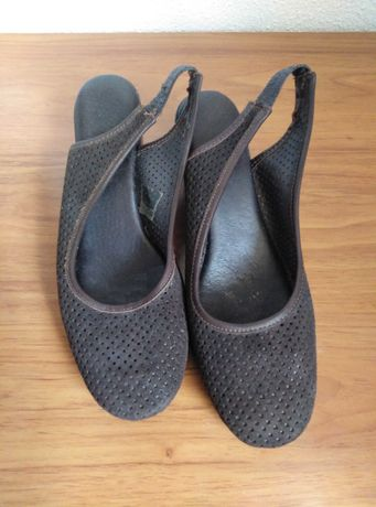 sandálias/sapatos camurça marrom escuro, tam.38, marca Forever.