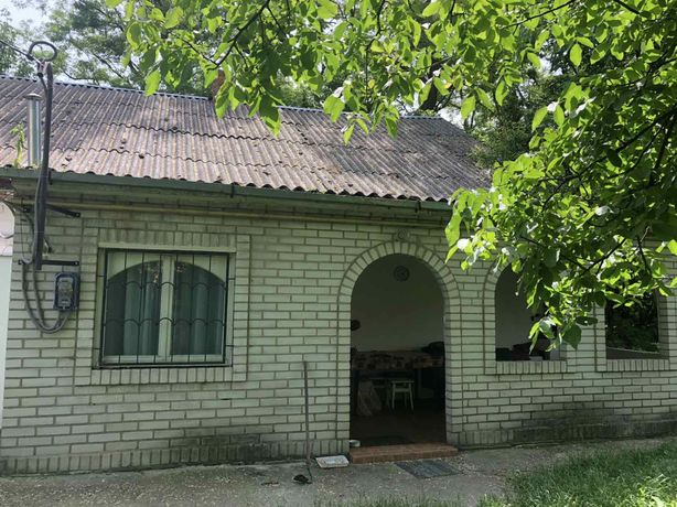 Дом в самом центре Радомышля, тихое место возле ДК
