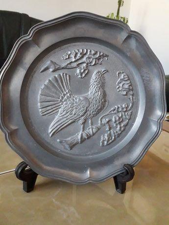 Stary cynowy talerz dekoracyjny.