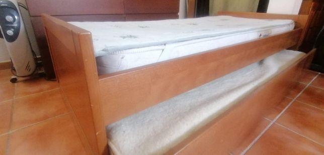 Cama de madeira ( cerejeira) + 2 colchões + estrado