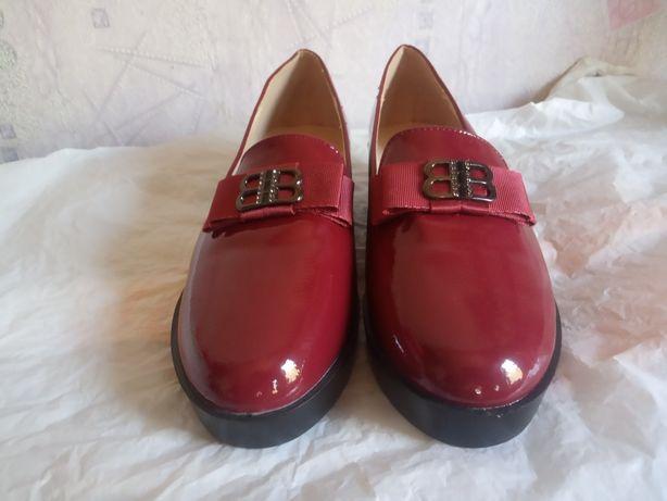 Продам новые лаковые туфли