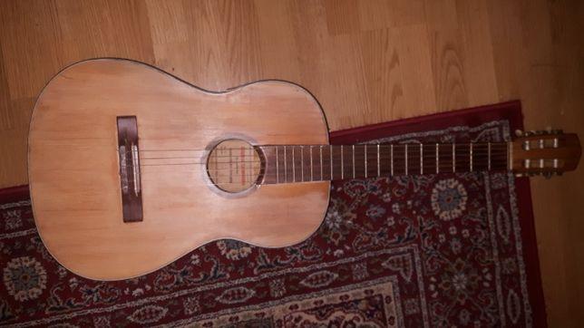 Gitara zabytek Cosmotone z 1968 roku