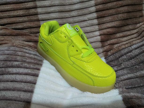 Шикарные LED кроссовки для девочки