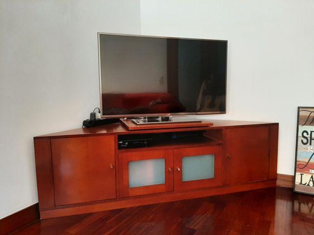Móvel de canto para apoio de TV e multimédia