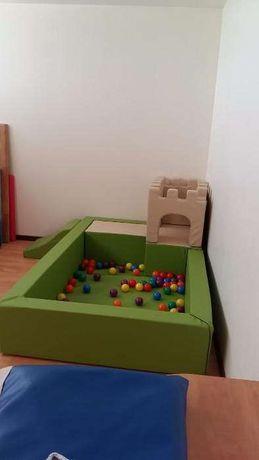 piscina de bolas com castelo