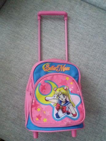Дошкольный рюкзак на колесиках с ручкой.