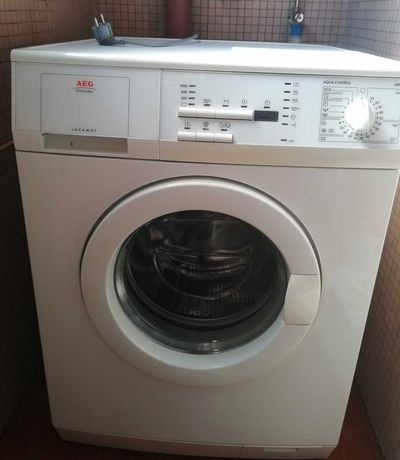 Máquina de lavar roupa AEG carga frontal em excelente estado