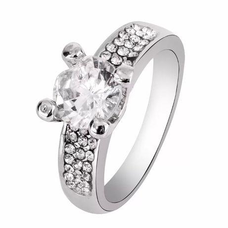 Женское кольцо бижутерия камнем цирконий