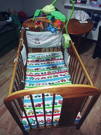 Sprzedam łóżeczko drewniane