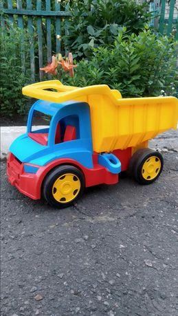 Продам машинку детскую