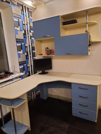 Стол письменный угловой +навесной шкаф
