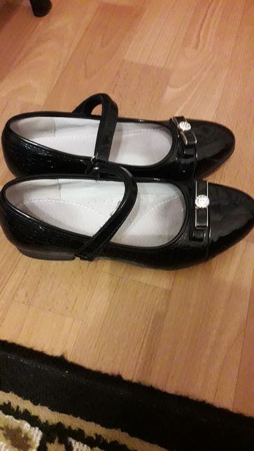 Школьные туфли(35-36 размер)