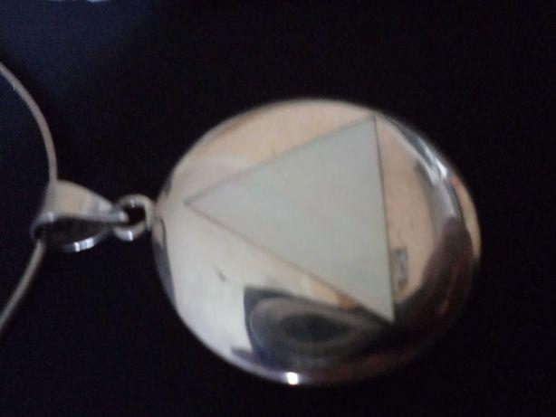 Zawieszka srebrna z trójkątem z masy perłowej