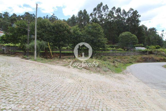 Terreno inserido em zona de construção em Cossourado