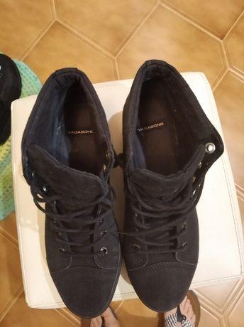 Ботинки женские джинсовые ,черные, демисезонные на толстой подошве. .