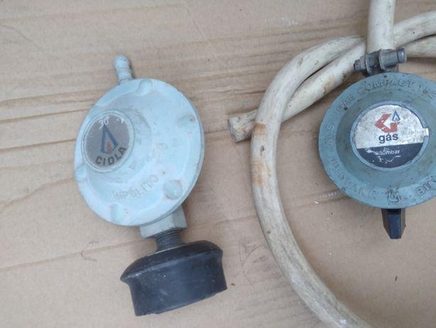 Duas válvulas de botija de gás