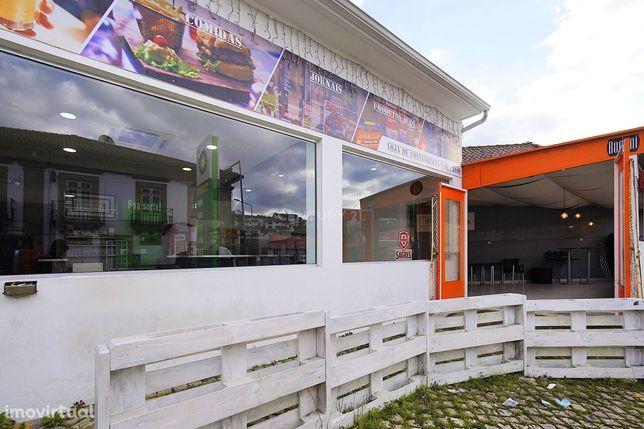 Loja conveniência com esplanada em posto de abastecimento, centro São