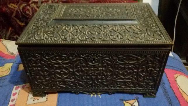 Продам винтажную металлическую шкатулку-сейф времен СССР