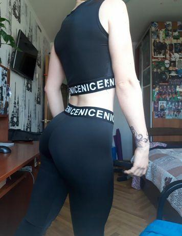 Стильный черный спортивный костюм. Спортивный комплект. Леггинсы, топ