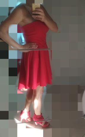 Sukienka czerwona, dłuższy tył