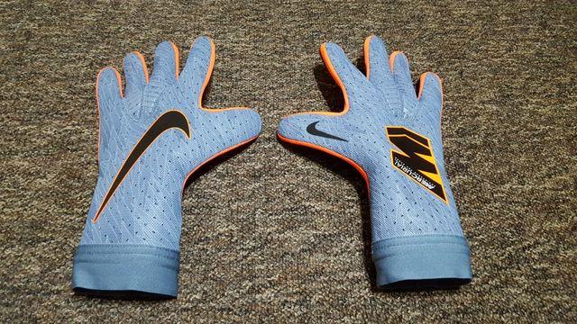 Nowe rękawice bramkarskie Nike Mercurial Touch Elite 9