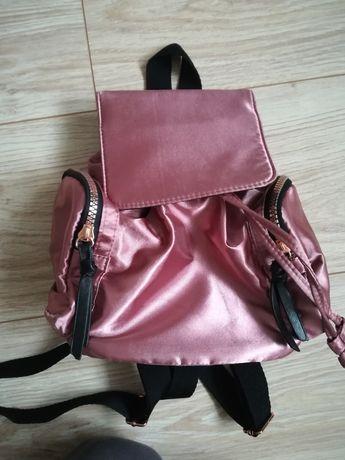 Mały, stylowy plecaczek