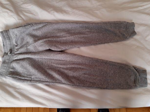 Spodnie dresowe  134 r.