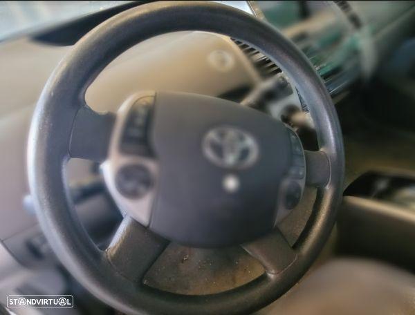 Volante Toyota Prius Hatchback (_W2_)