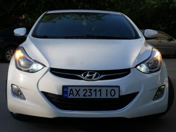 Hyundai Elantra 1,8 л 2012