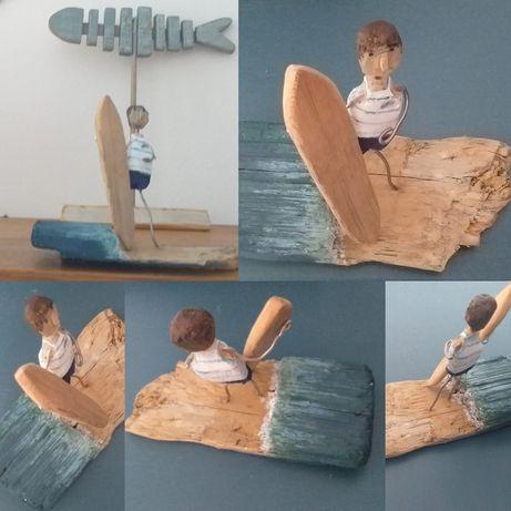 Surfista com prancha.