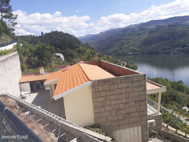 Douro. Pala com vistas rio. Casa pronta a habitar