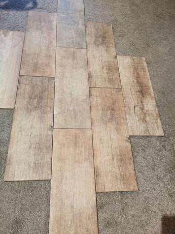 Gres kafle drewnopodobne 17.5 cm x 50 cm Razem 6.5 m2