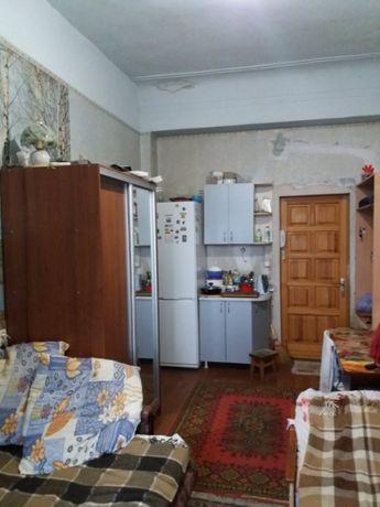 Продам 1 комнатную гостинку с балконом возле метро Малышева D2I