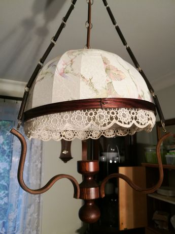 Lampa wisząca w dawnym stylu tradycyjnym (retro).