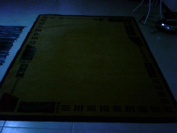 3 carpetes e 2 tapetes muito bonitos e novos