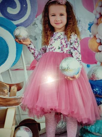 Нарядное шикарное платье 104р