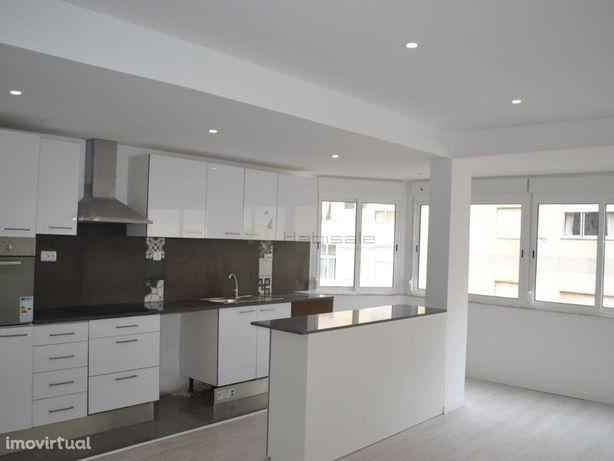 Apartamento T2 totalmente remodelado (Obra a decorrer)