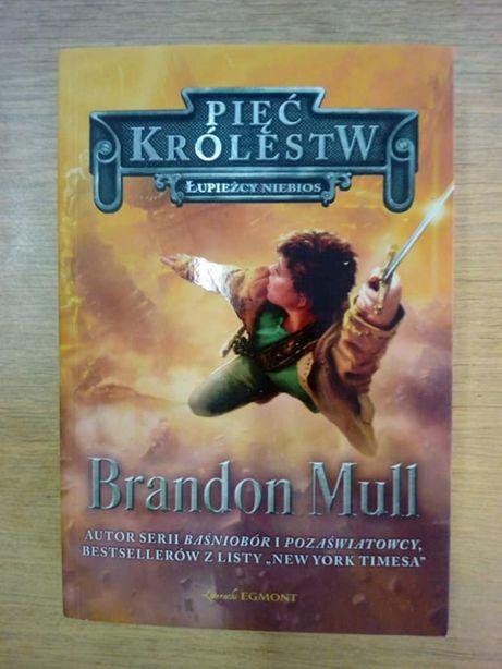 """Pięć królestw. Łupieżcy niebios"", Brandon mull"