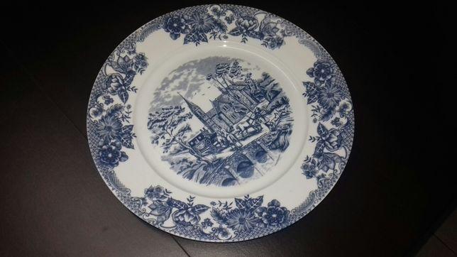 Serviço de jantar fabrico português  composto por 70 peças