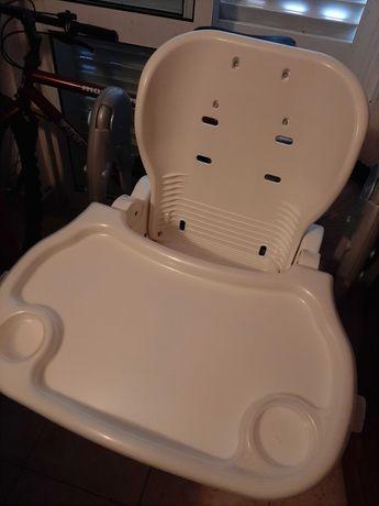 Cadeira de refeição falta forra
