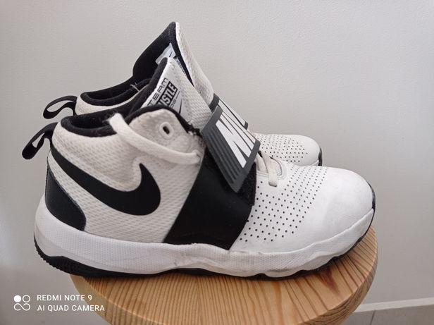 Buty Nike Team Hustle O8